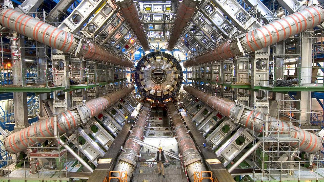 Hluboko pod zemí: Detektor Atlas zkoumá výsledky částic produkované urychlovačem vCERN asi ve 100metrové hloubce.