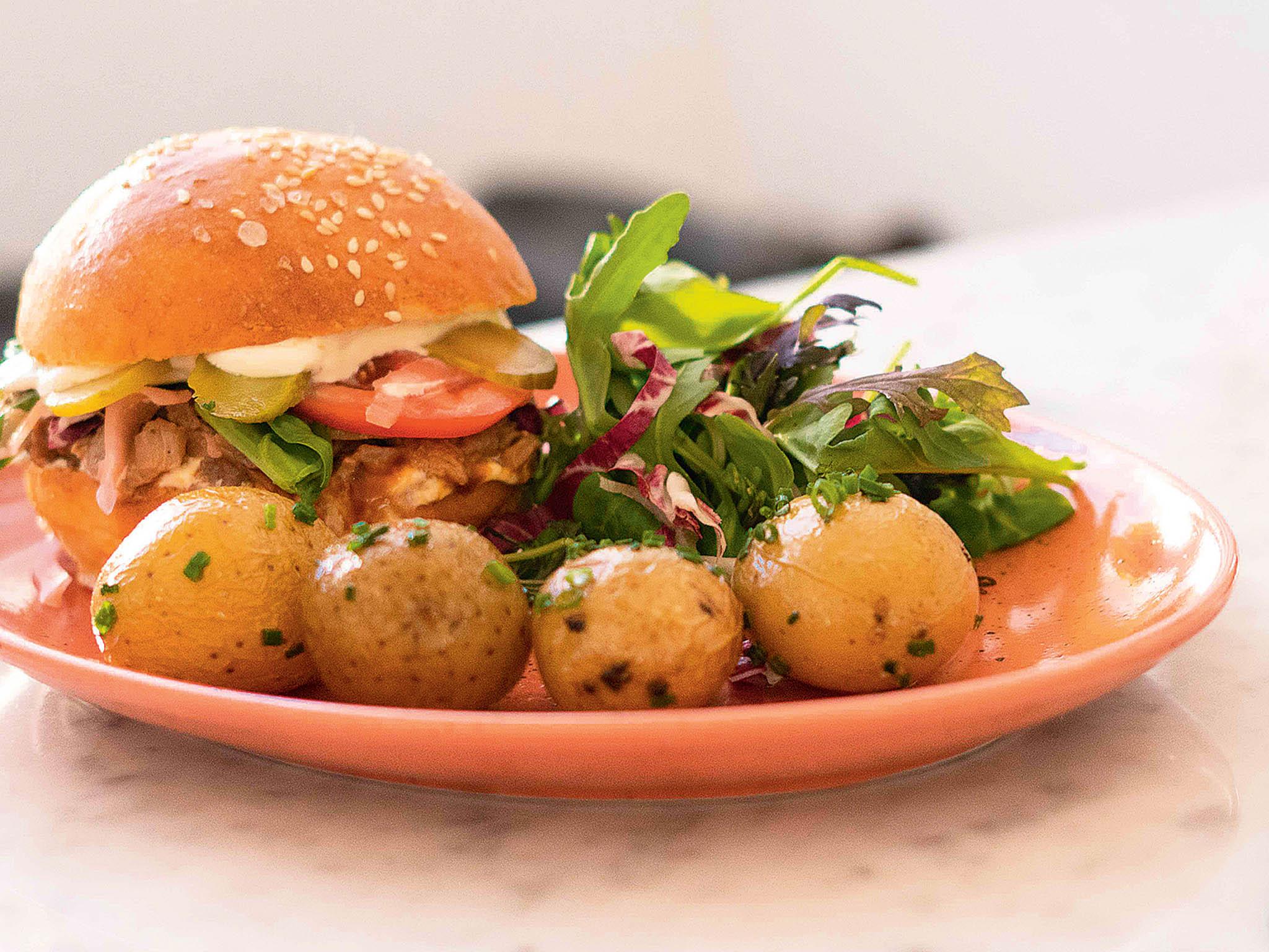 Bohemian burger s trhaným kachním masem