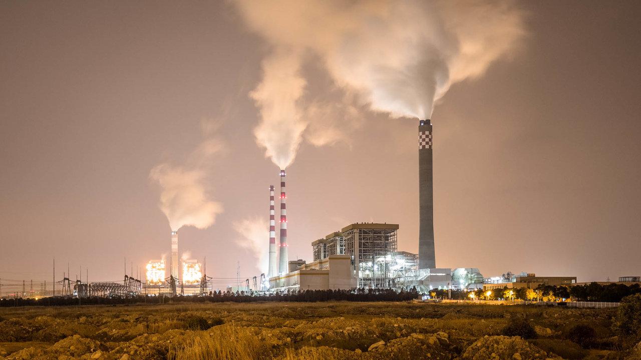 Překotná výstavba uhelných elektráren vČíně měla vmnoha regionech závažné negativní dopady. Prudce se zhoršilo ovzduší, aněkde dokonce vznikly nadbytečné elektroenergetické kapacity.