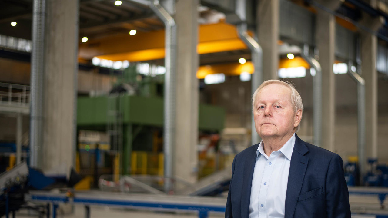 Šéf podniku Miroslav Jelínek pro HN potvrdil, že ve vedení firmy chce do konce roku skončit a svůj podíl i řízení firmy předat svému synovi.
