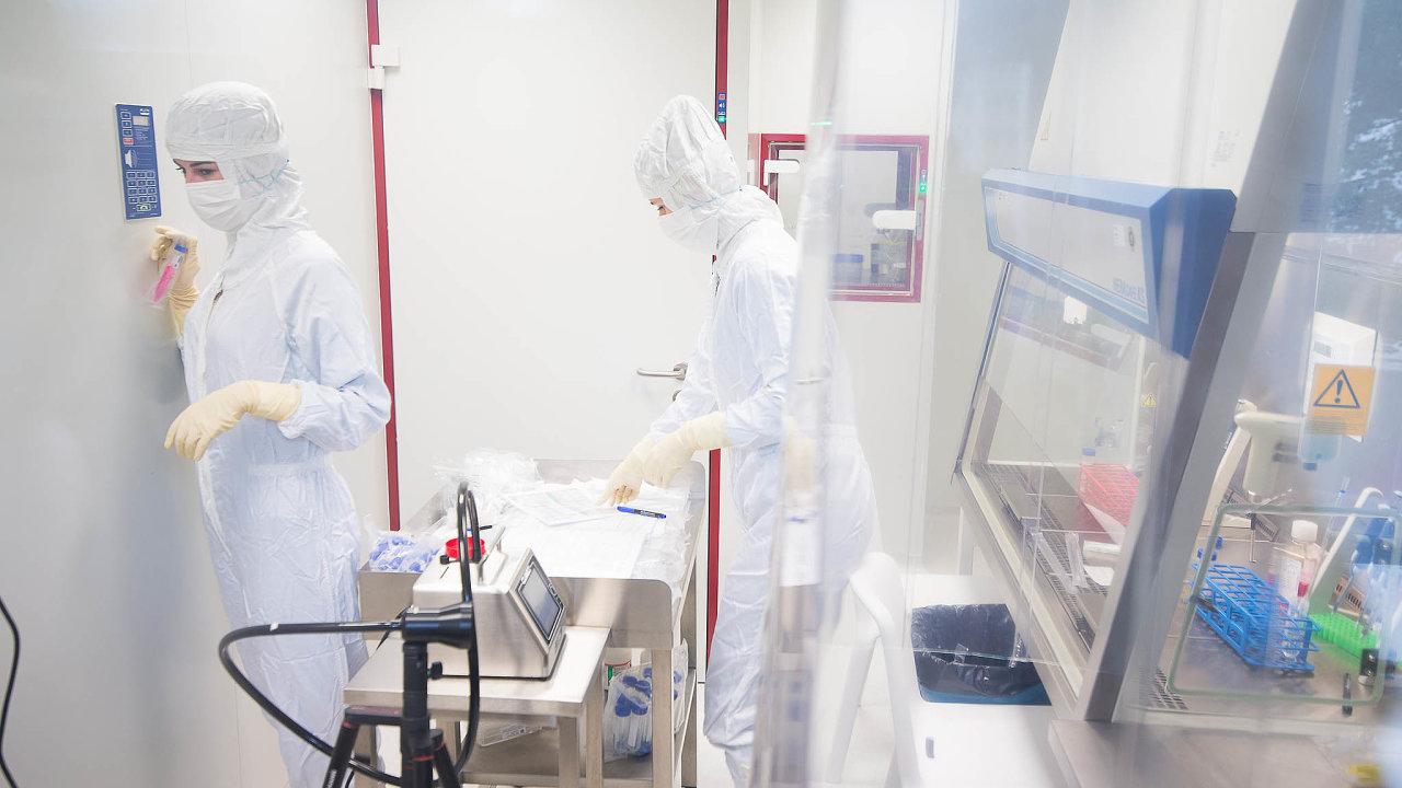 Kellnerova PPF dodala českým zdravotníkům ochranné pomůcky i prostřednictvím své biotechnologické firmy Sotio (na snímku jedna z jejích laboratoří).