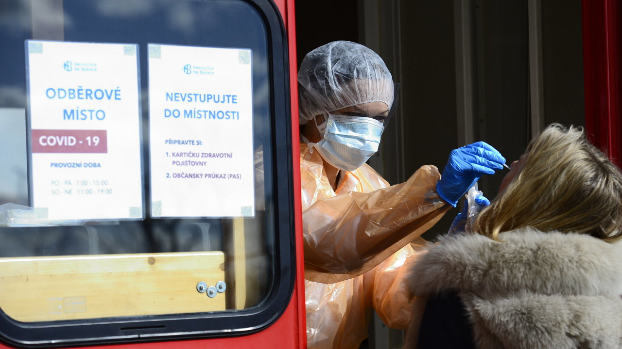 koronavirus, odběrová místa, Praha, Nemocnice Na Bulovce