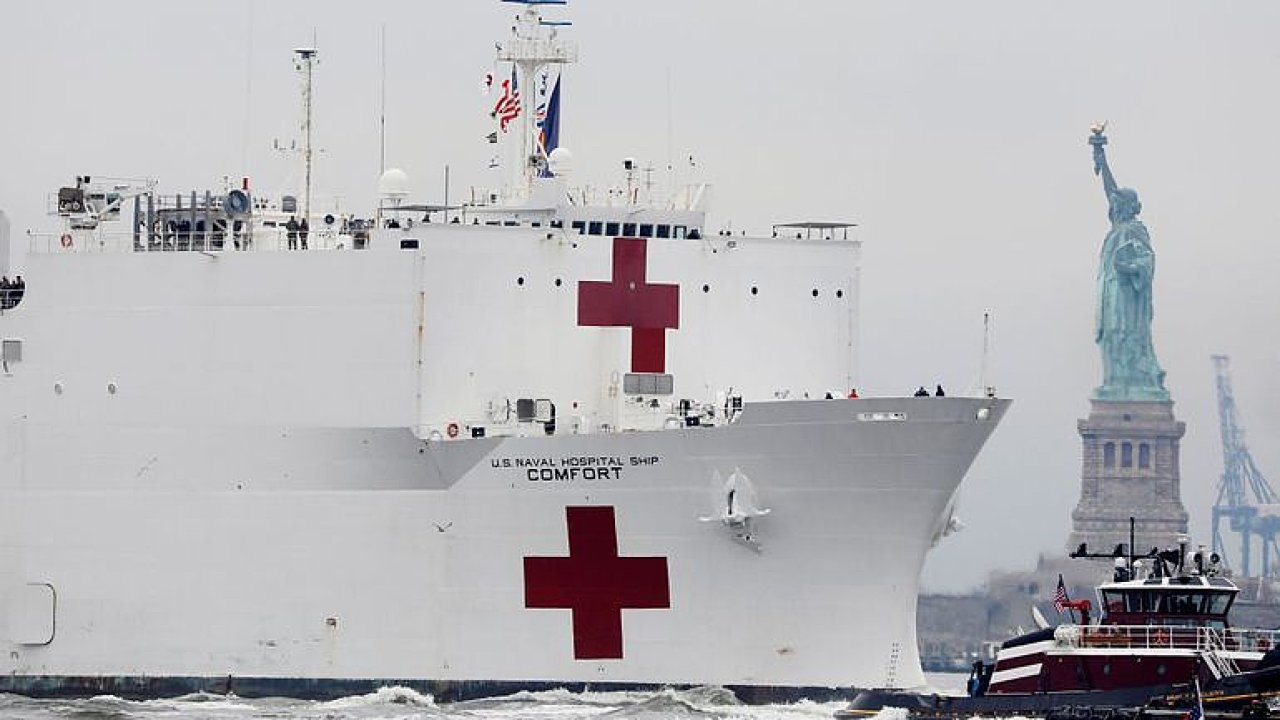 Češka v New Yorku: Nemocnice nestíhají, Amerika jen hasí požár. Čísla jsou obrovská.
