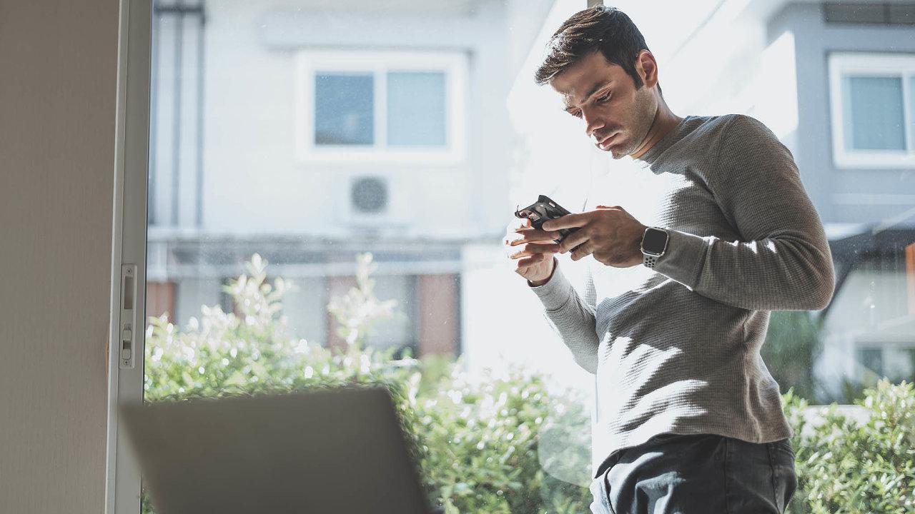 Poslední zaměstnanecký benefit: Zahrnuje kariérní poradenství, psychologickou podporu, přípravu navýběrová řízení, rekvalifikace, komunikaci súřadem práce až poaktivní hledání nové práce.