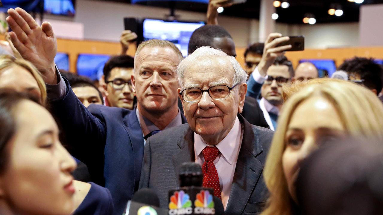 Zradil ho instinkt? Slavný investor Warren Buffett nedávno prodal veškeré své podíly vaerolinkách. Kdo udělal přesný opak, tentokrát vydělává. Zatím.