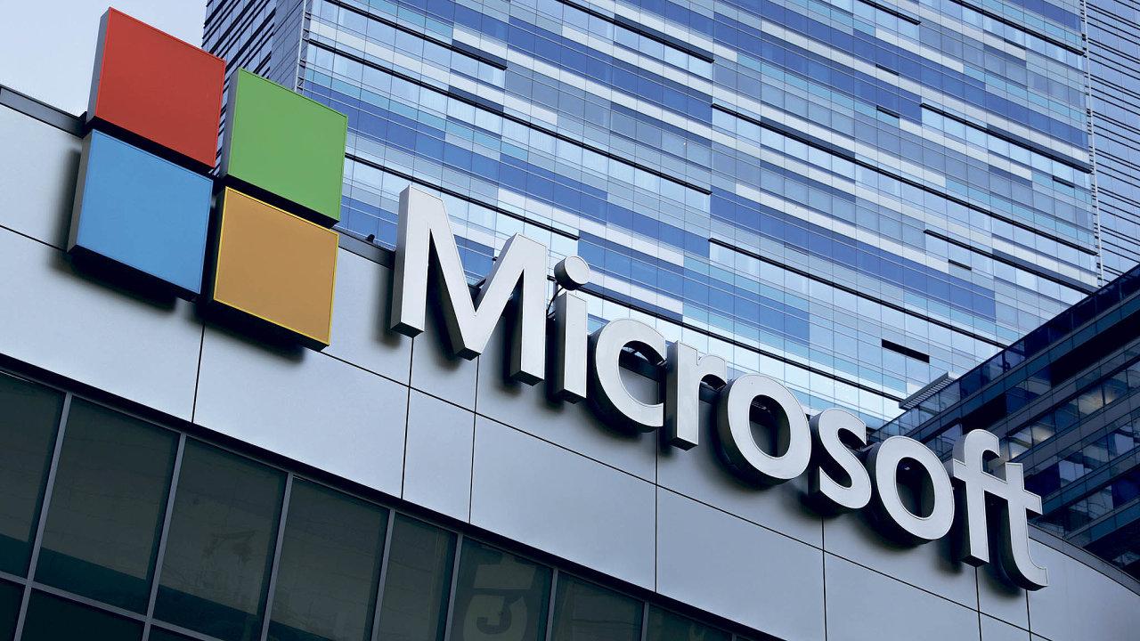 Prvenství vdesítce nejcennějších firem světa si letos připsal loni třetí Microsoft, který tak sesadil Apple.