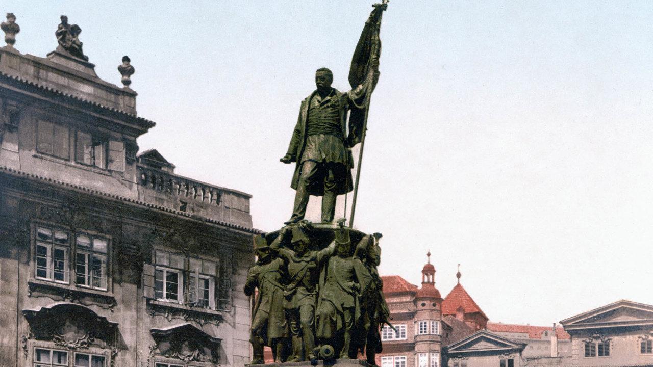 Socha maršála Radeckého stála na Malostranském náměstí mezi roky 1858 a 1919. Po odstranění byl umístěn do Lapidária Národního muzea. Na náměstí by byla případně umístěna přesná kopie.