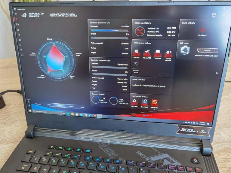 Asus ROG Strix SCAR 17 míří na aktivní hráče, boduje skvělým výkonem