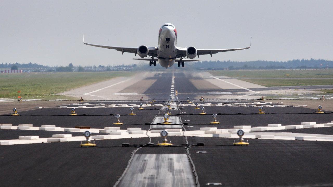 Opostavení nové ranveje, která by umožnila zvýšit počet cestujících, usiluje letiště už dvacet let.