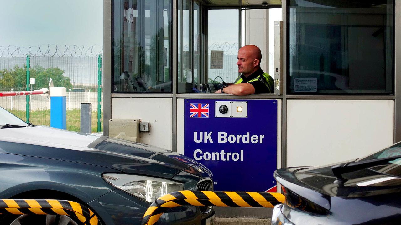 Británie odledna zavede kontroly nahranicích.