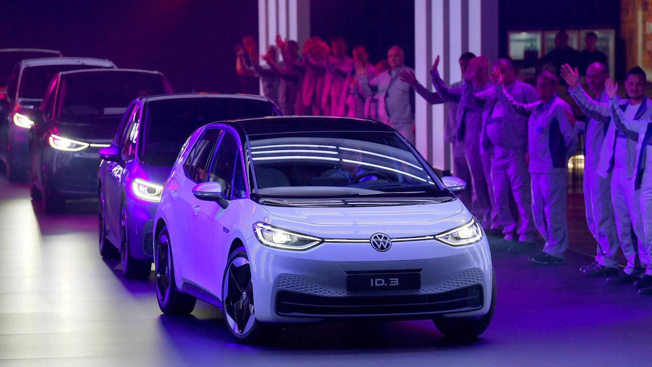 """Odpůrci nákupních pobídek vNěmecku argumentují, že by šlo o""""nesystémové opatření"""", jež by jenom brzdilo nevyhnutelnou transformaci– přechod kelektromobilitě. Třeba k Volkswagenu ID 3."""