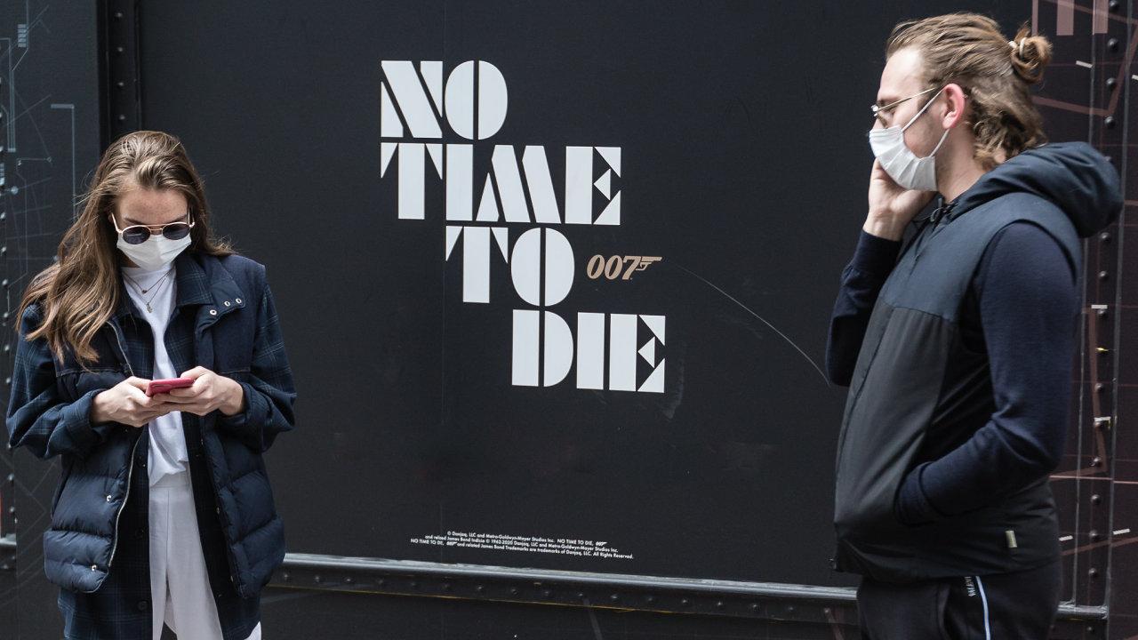Nová bondovka No Time To Die (Není čas na umírání) se kvůli koronaviru do kin dostane až příští rok.