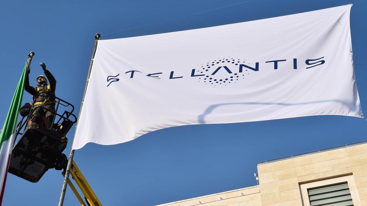V pondělí 18. ledna v továrně Fiatu v Turíně vyvěsili vlajku nového automobilového uskupení s názvem Stellantis.