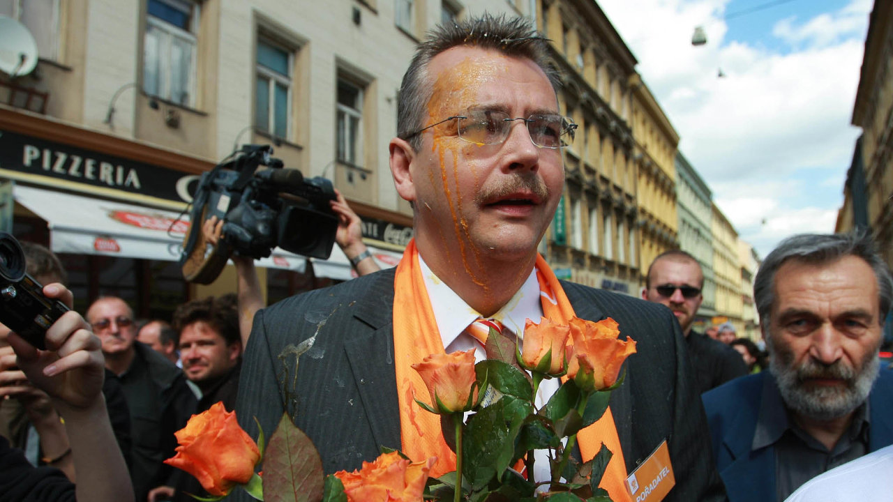 Konec manažera. ČSSD se chce doletošních voleb otevřít azbavit se image strany plné funkcionářů. Funkcí, která padne zaoběť, je léta výrazný post volebního manažera. Zastávali ho současný předseda Jan Hamáček nebo exm...