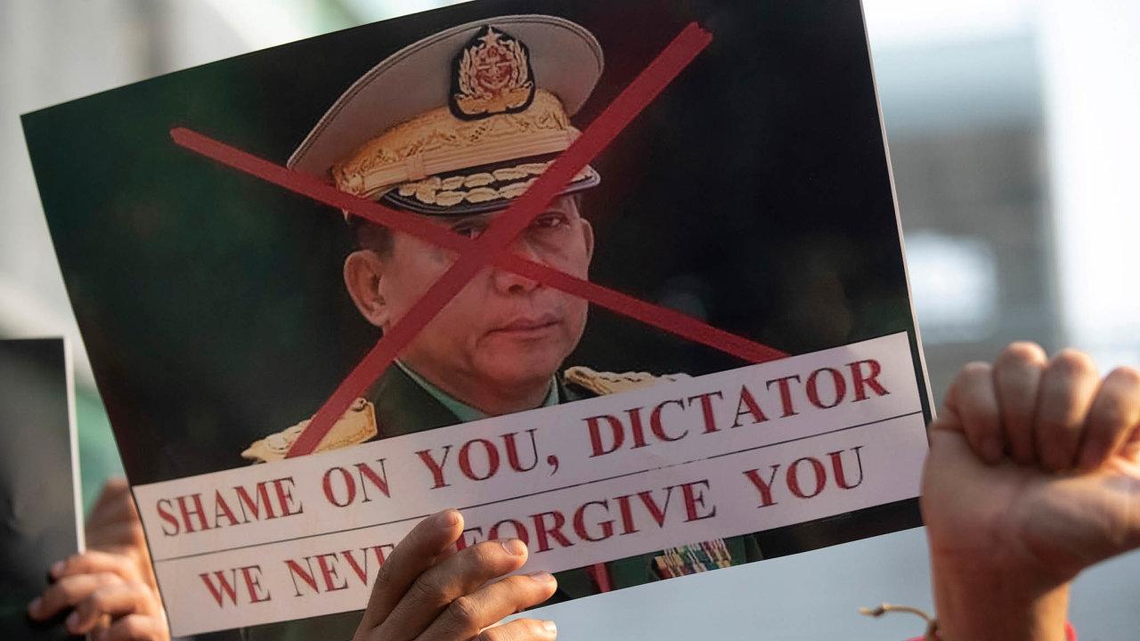 Moc v jihoasijské Barmě znovu převzala armáda.