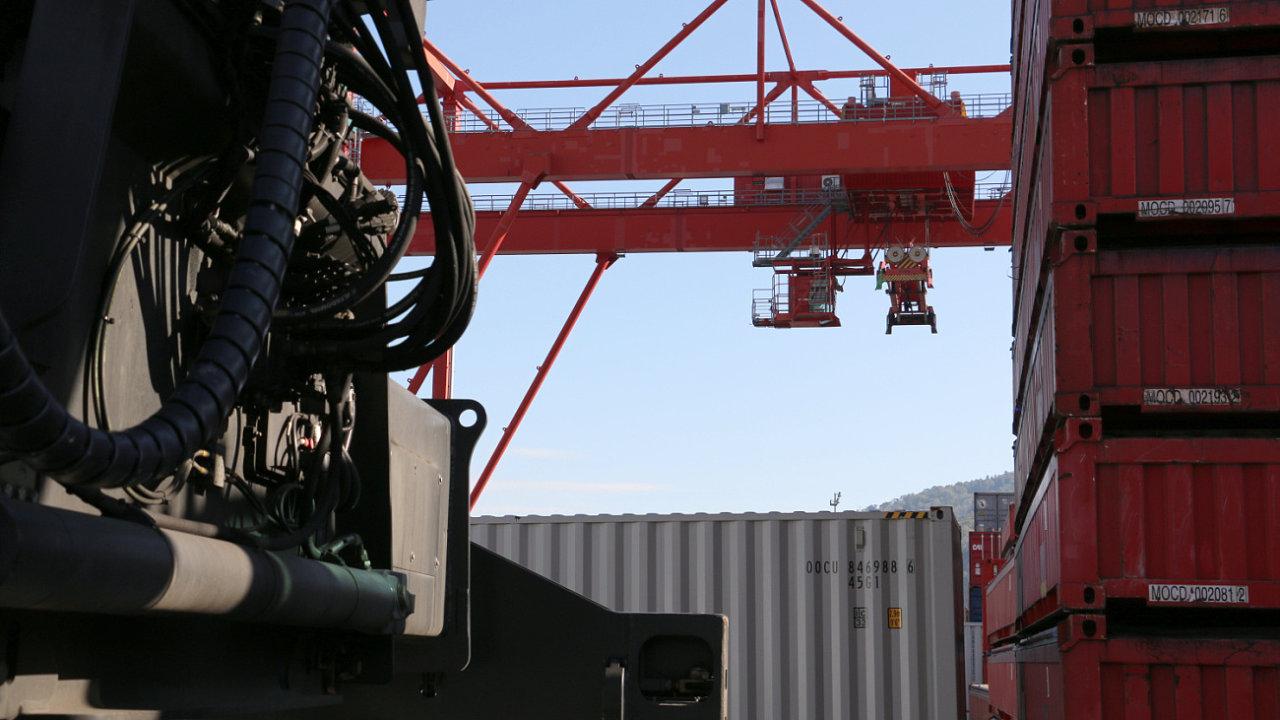 Pro vývoz z regionu lze náklad vyzvednout ve 13 vnitrozemských provinciích a přepravit jej po železnici přes Čchung-čching do přístavů na jihu Číny, jako je Čchin-čou (ilustrační snímek).