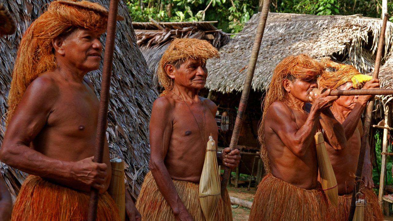 Příslušníci pralesního kmene Yagua, který žije v Kolumbii a severním Peru.