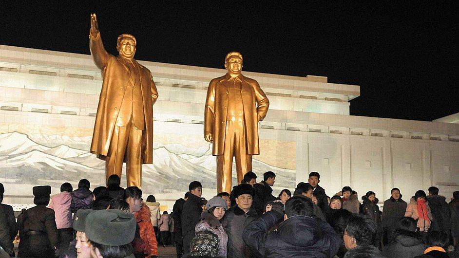 Sochy severokorejských vůdců v Pchjongjangu