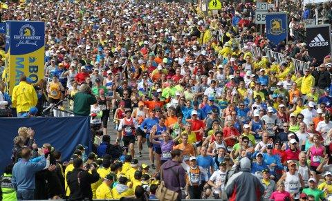 Běžci při startu 117. ročníku Bostonského maratonu