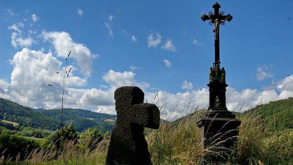Ne všechna pomístní jména mají tak snadno vysvětlitelný původ jako hojné pojmenování U Křížku.