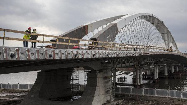 Z výstavby Trojského mostu, za který Praha musí uhradit pokutu ve výši 11 milionů.