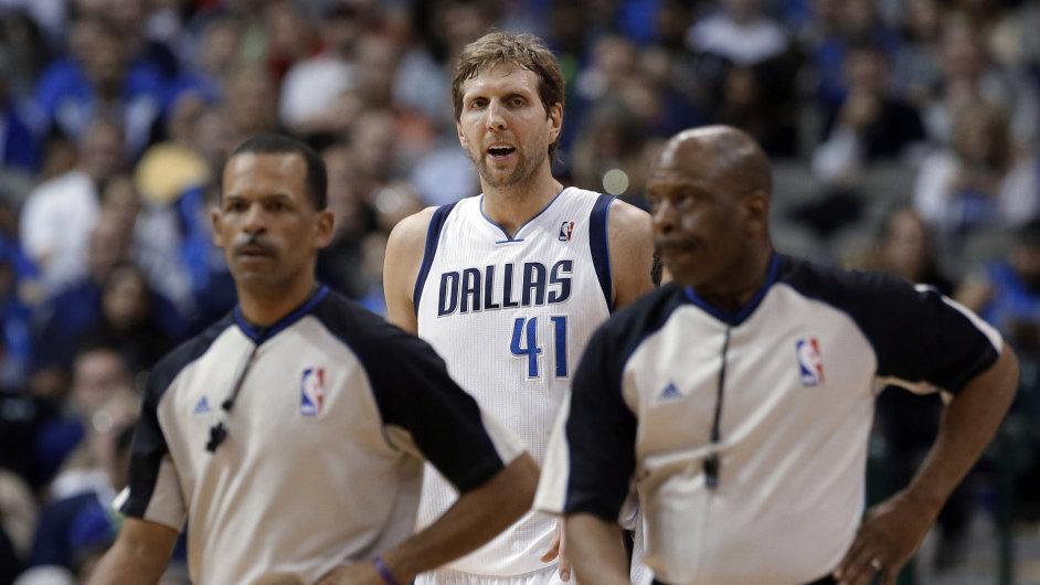 Německo, které se pyšní hvězdou Dirkem Nowitzkim z Dallasu Mavericks v NBA, je za divokou kartu na MS připraveno draze zaplatit.