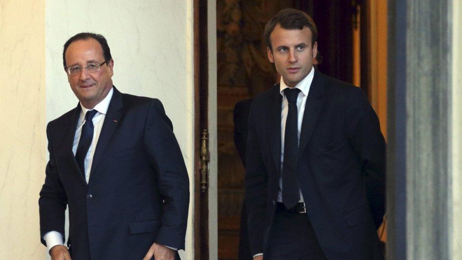 Francouzský prezident François Hollande a nový ministr hospodářství Emmanuel Macron