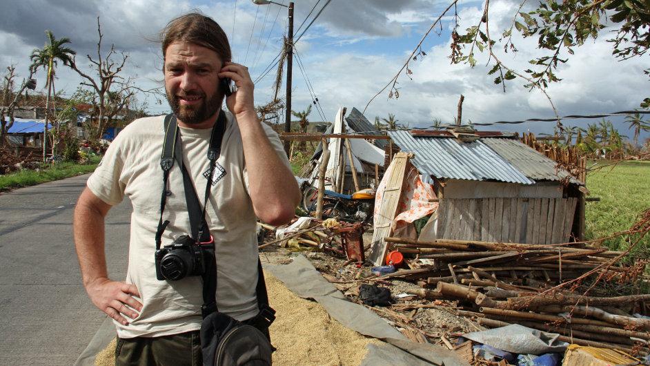 Petr Drbohlav při práci na Filipínách