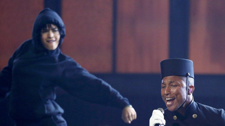 Pharrell Williams na nedělním předávání získal tři sošky Grammy.