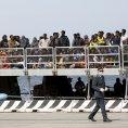 Uprchl�ci v italsk�m p��stavu Messina (ilustr. foto)