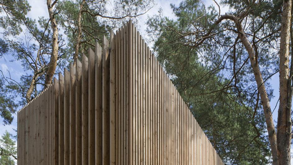 Hlavní cenu v soutěži Grand Prix architektů 2015 získala chata u jezera v Doksech postavená podle návrhu Pavla Nasadila a Jana Horkého ze studia FAM.
