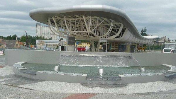 Autobusové nádraží v Bruntále je jako velryba ve tvaru létající vložky symbolizující snowboardové prkno.