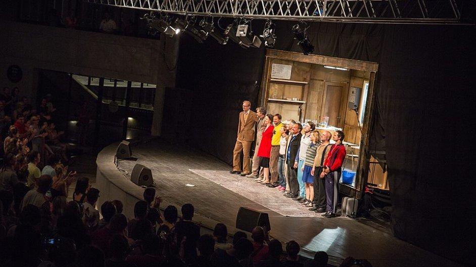 Dejvické divadlo minulý měsíc hostovalo také na festivalu Colours of Ostrava.