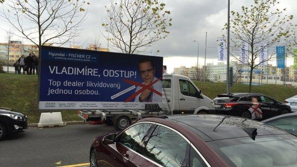 Protestní billboardy stály před sídlem českého importéra Hyundai v Praze-Stodůlkách. V době návštěvy korejské prezidentky byly billboardy i v korejštině.