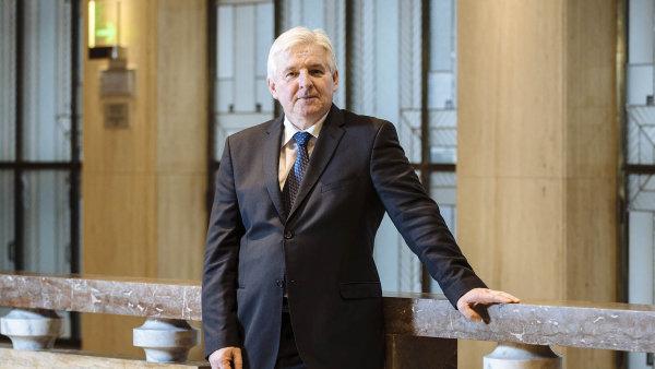ČNB vedená Jiřím Rusnokem by změnou zákona získala nové pravomoci.