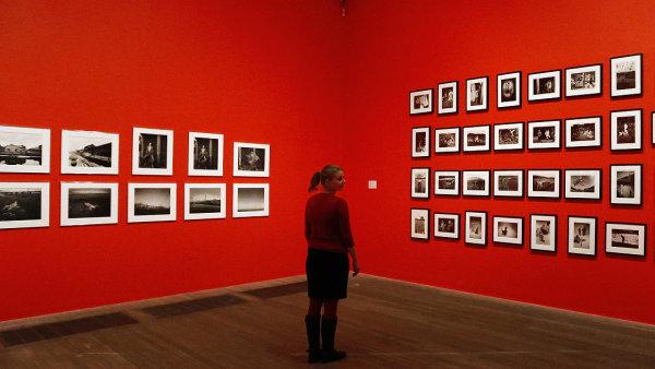 Snímek z výstavy Performing for the Camera