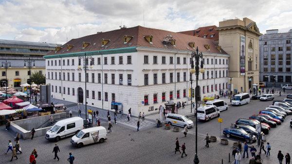 Historie bývalého kláštera na náměstí Republiky v Praze sahá do období kolem roku 1600. Na počátku 19. století byly objekty kompletně přestavěny.