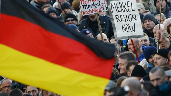 Dosavadn� uprchlick� politika kancl��ky Merkelov� vedla k vol�n�m po jej�m odstoupen� - Ilustra�n� foto.