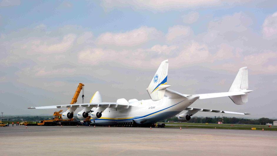 Antonov Mrija na ruzyňském letišti