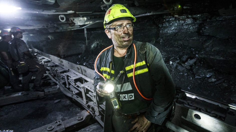 Vnejistotě: Skoro 10 tisíc horníků čeká, jak dopadne jednání obudoucnosti firmy. Zakvěten platy přišly, jak to bude stěmi červnovými, se teprve uvidí.