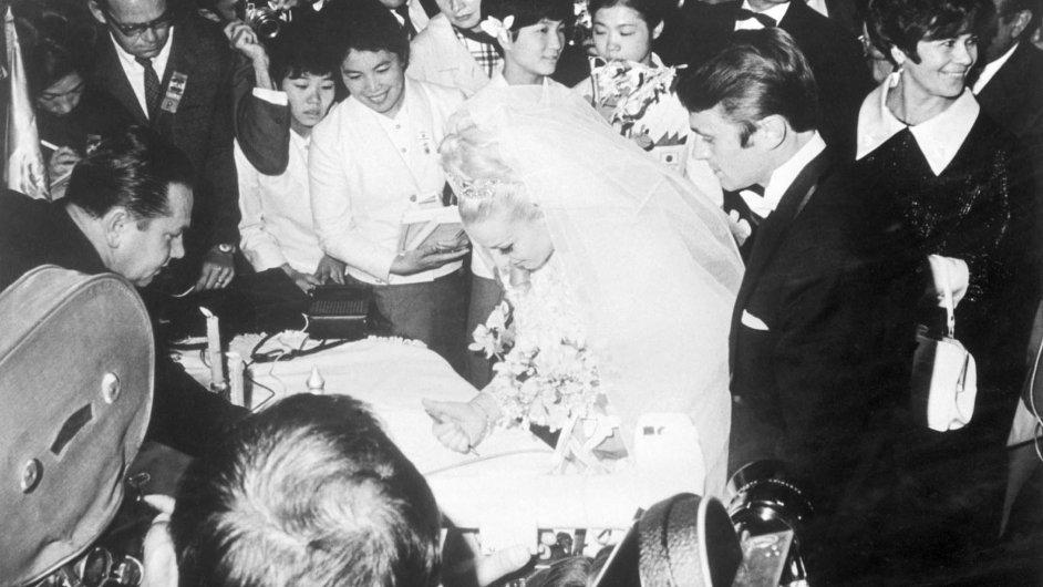 Nahrách vMexiku přispěla také svatba Čáslavské satletem Josefem Odložilem ktomu, že tam Češi patřili knejoblíbenějším výpravám.