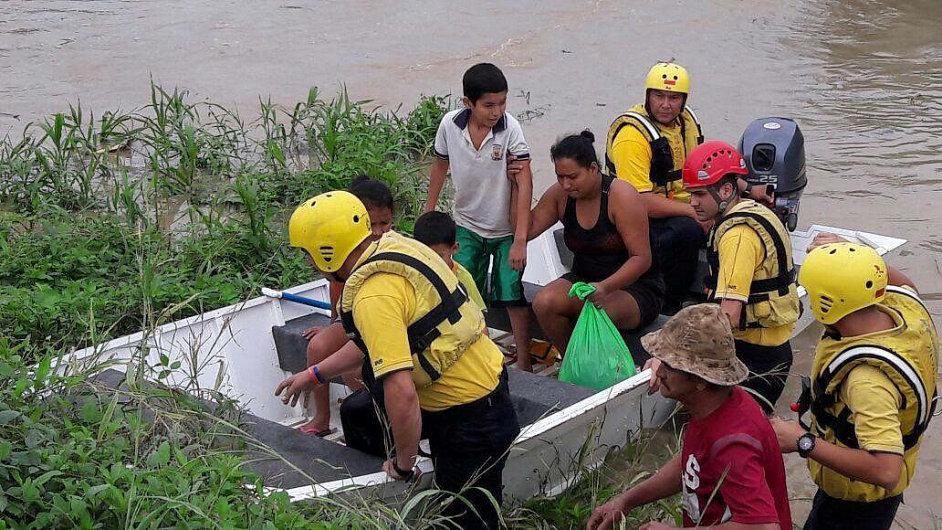 Hurikán Otto devastuje Střední Ameriku.