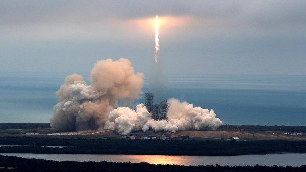 Únorový start rakety Falcon 9.