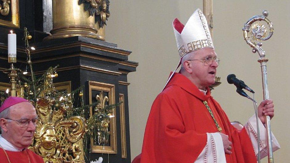 Jan Baxant, biskup litoměřický; vlevo Diego Causero, apoštolský nuncius v České republice