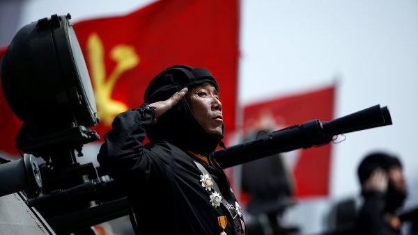 Severní Korea slaví 105. výročí narození zakladatele komunistického režimu Kim Ir-sena.