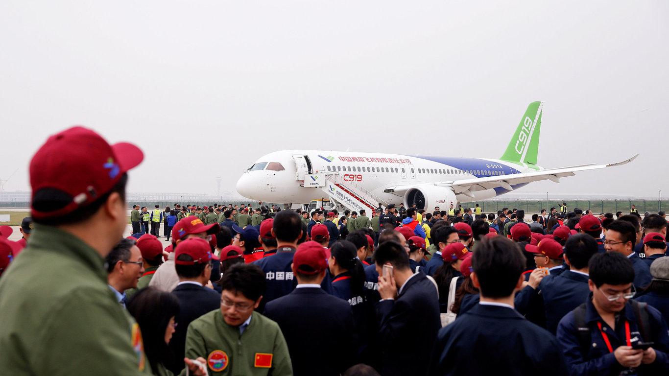 První let čínského dopravního letadla C919