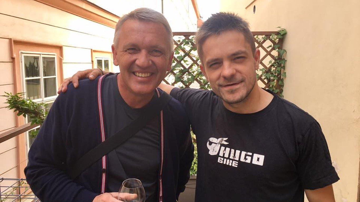 Jiří Mádl (vpravo) na projektu Zpovědnice spolupracoval mimo jiné s polským římskokatolickým knězem působícím v Česku Zbigniewem Czendlikem.