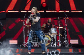 Guns N'Roses tentokrát začali včas, v Praze zahráli pro téměř 50 tisíc lidí