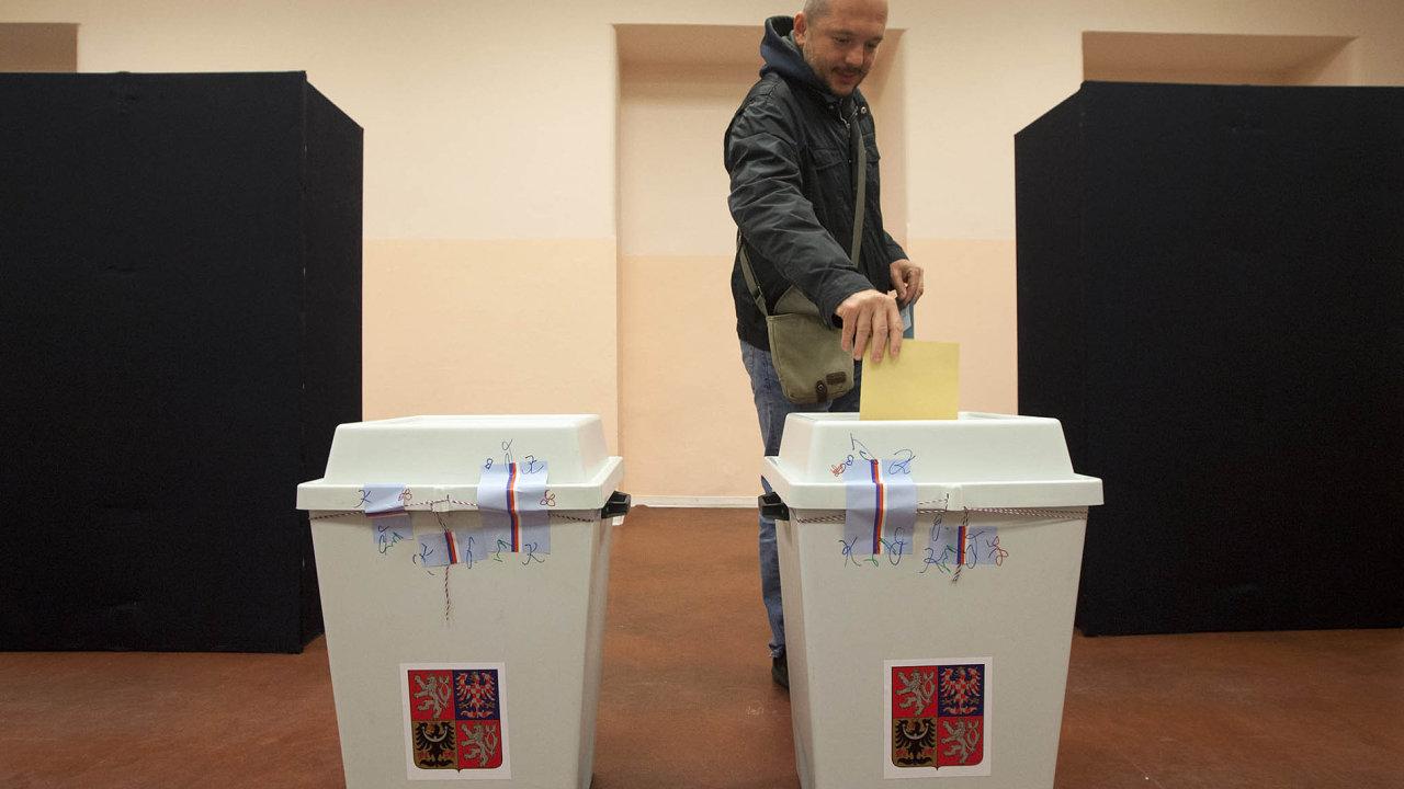 Výsledky druhého kola senátních voleb mohou do značné míry rozhodnout o dalším politickém směřování Česka.