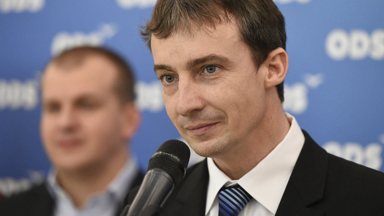 Jednání volebního sněmu pražského regionálníhosdružení ODS se konalo 28. listopadu v Praze. Nasnímku je nově zvolený předseda Tomáš Portlík.